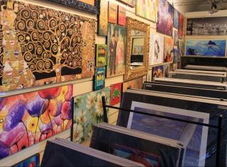 Feeling-at-home-Show-room-Stampe-Artistiche-su-carta-opaca-Via-XX-Settembre-60-Alghero-Sassari-
